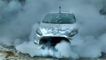 Chrominės Ford Fiesta ST burnout'as