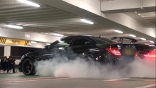 BURNOUT:Mercedes C63 Black KILLING TYRES !