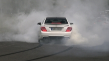 Mercedes C63 AMG burnout'ina